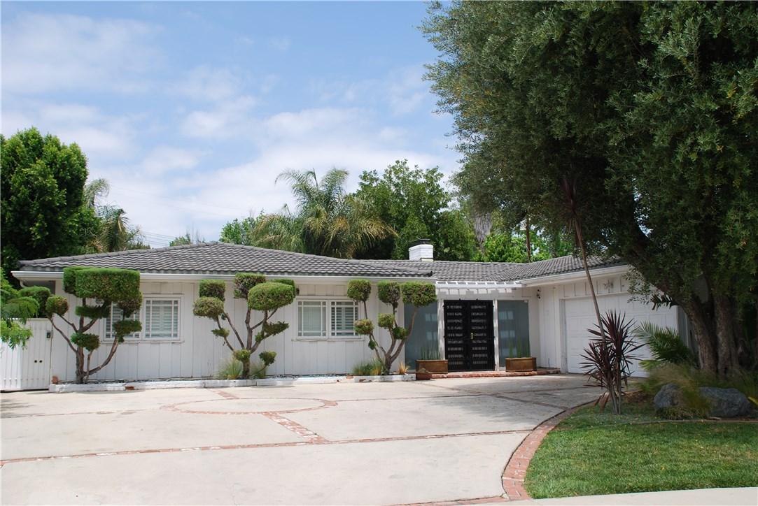 22517 Calvert Street, Woodland Hills CA 91367