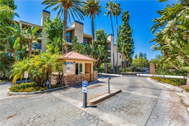 5540 Owensmouth Avenue Unit 202, Woodland Hills CA 91367