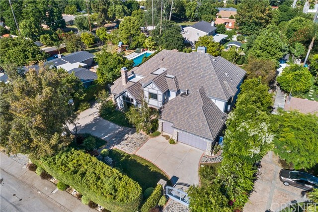 5946 Woodlake Avenue, Woodland Hills CA 91367