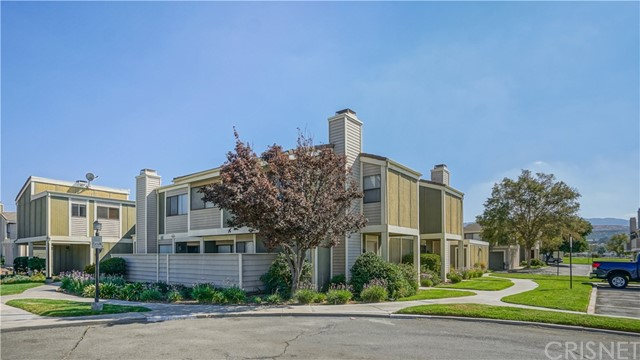 27066 Crossglade Avenue Unit 5, Canyon Country CA 91351